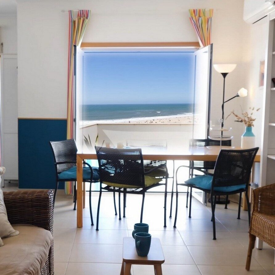 Beach holiday apartment Portugal_living